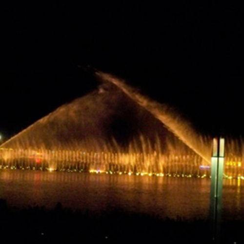 阳光鸳鸯湖水上音乐喷泉奏响喜悦之歌